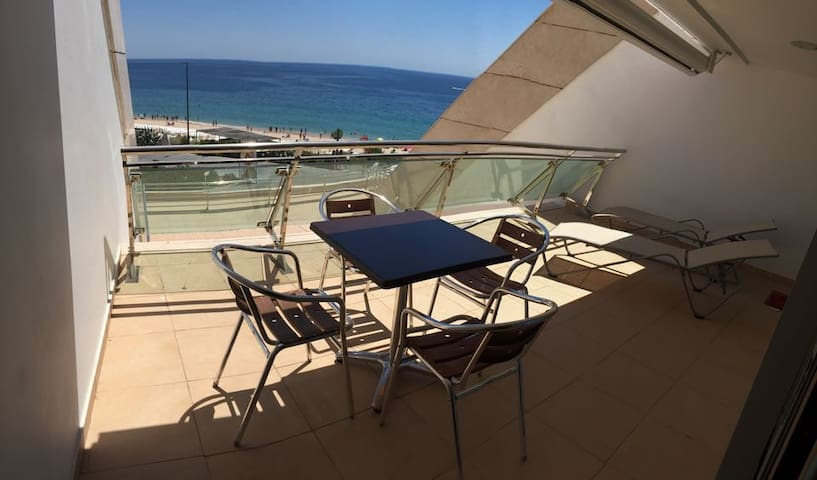 Oceanfront Aptment w/ incredible balcony & seaview - Sesimbra