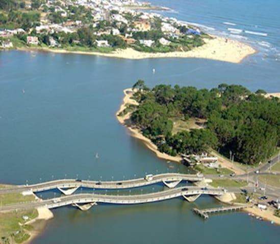 a 50 mts del puente de La Barra
