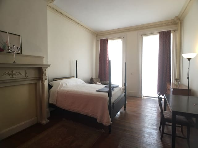 Charming Master Bedroom in Heart of Bolton Hill - Baltimore - Daire