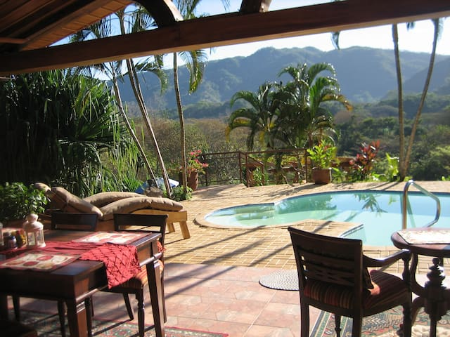 Your Private Nature Reserve-3 Bdrm Sleeps 8 W/Pool