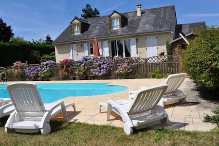 Beautiful renovated villa with a private swimming pool and view ont the sea!