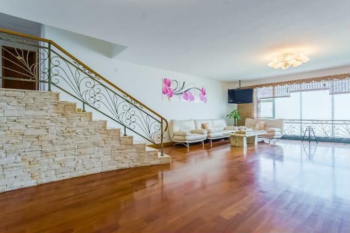 卿姐宫寓202整套公寓中的一间。