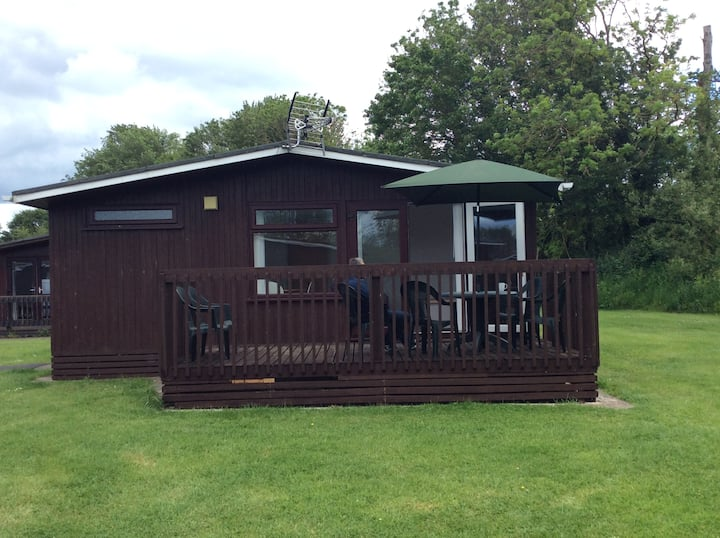 2 bed chalet on lakeside holiday park