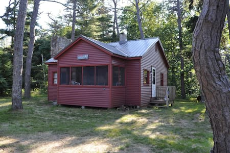 Popham Beach Cottage, Nestled in the Pine Grove - Phippsburg - Mökki