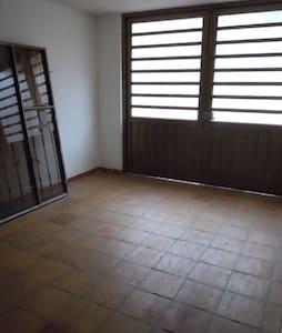 CASA HACIA LA MONTAÑA CON 3 HABITACIONES - Wohnung