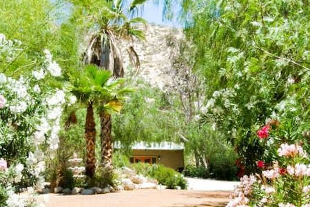 Serenity Den at the Garden Oasis - Morongo Valley