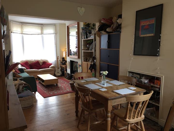 Quiet room in fantastic location