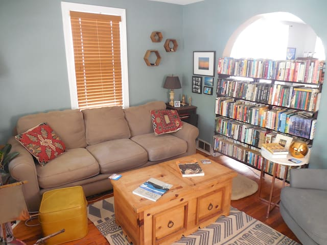 Family-Friendly Home with Backyard in Asbury - Asbury Park - Huis