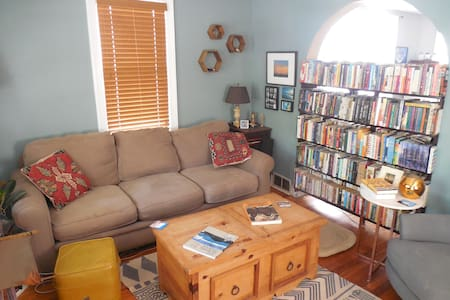Family-Friendly Home with Backyard in Asbury - Asbury Park - Maison