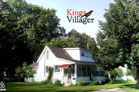 """Kingsvillager"" - Heritage Retreat - Kingsville"