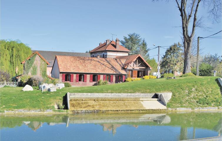 Holiday cottage with 3 bedrooms on 110m² in Frise