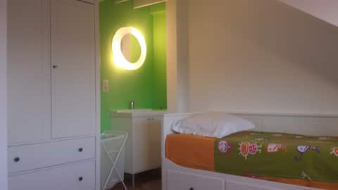 CH4 Room at Home Sweet Home next to BXL Airport