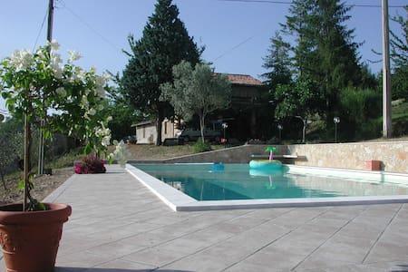casale panoramicissimo con piscina - Todi