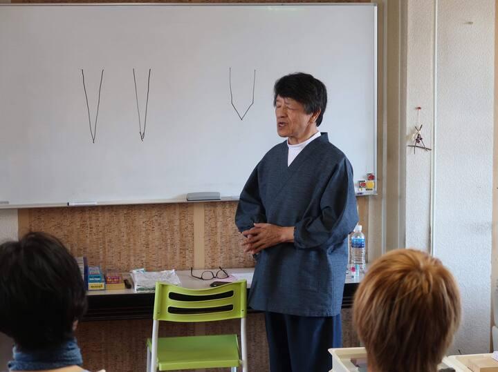 包丁研ぎ教室にて講演する 研師 中野由唱