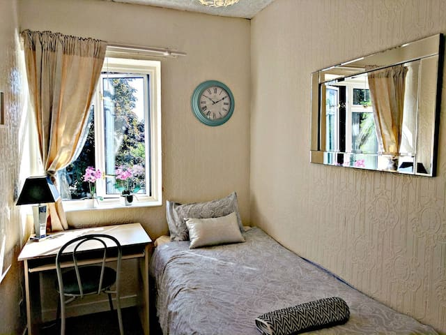 SINGLE ROOM 4MIN WALK FROM THE STATION