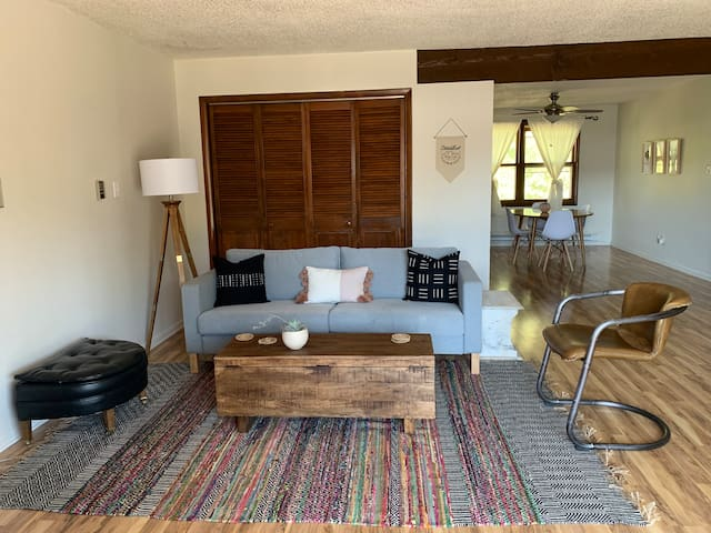 Best Location Downtown 2 bed/1 bath