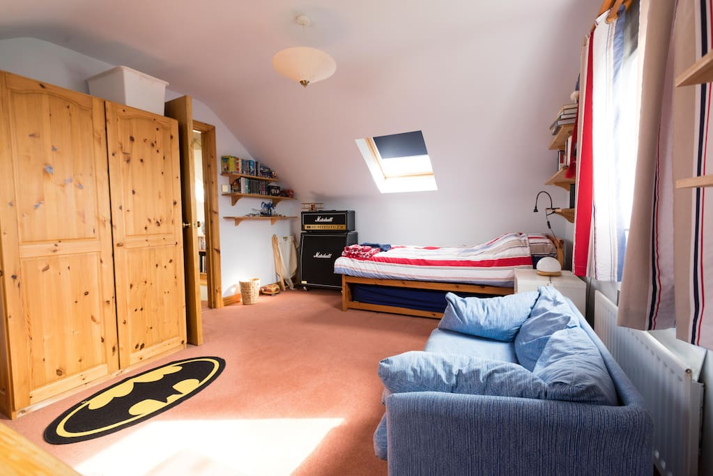 Guest bedroom is suitable for single or double use as the 2nd bed is stored underneath the one shown.