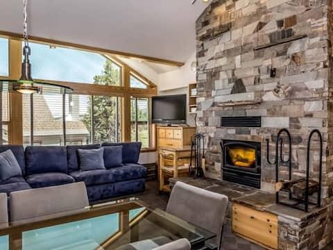 4 Bed + Loft, Gorgeous Kirkwood Condo
