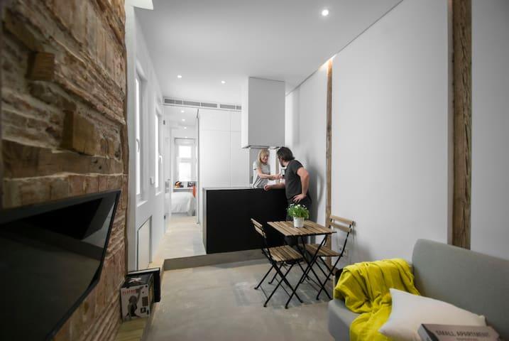 ROMANTIC cozy design apartment in LA LATINA.