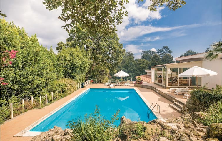 Holiday cottage with 5 bedrooms on 480m² in Montevirginio RM