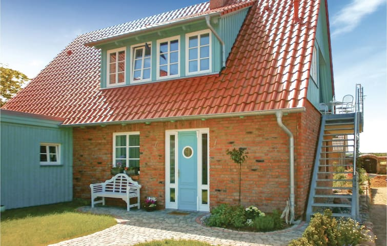 Holiday apartment with 2 bedrooms on 64m² in Börgerende