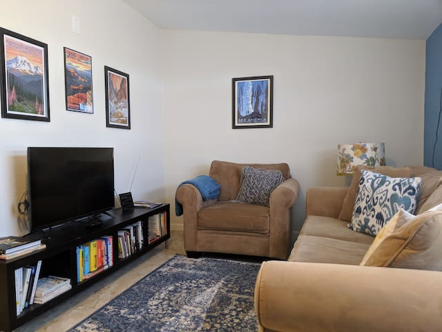 Clean, Comfy, Central PHX Private Guest Suite