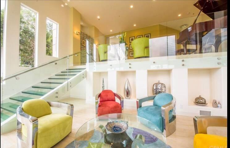 Million Dollar View Glass House!!!!