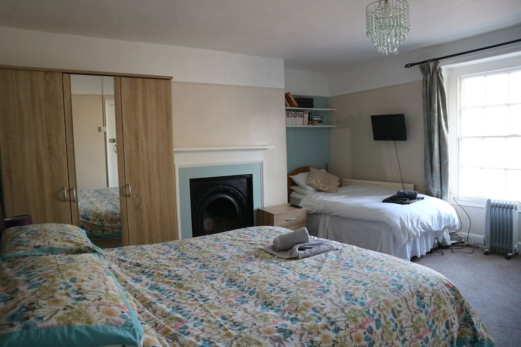 Room 1 (King + Single bed, where king can split into 2x singles = three single beds)