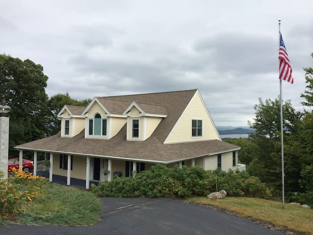 Hillside house overlooking Winnipesaukee, Gunstock - Gilford