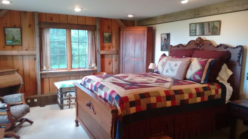 Ira Harrington Room in the Lodge at Millstone Hill - Barre - Bed & Breakfast