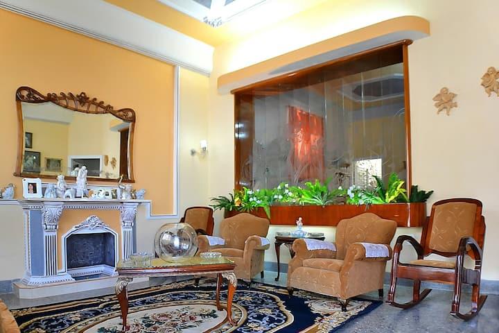 Comfortable room in downtown, Hostal Yakelyn