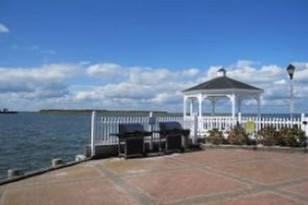 Luxury Waterfront Condo Escape in LBI - Beach Haven - Hus