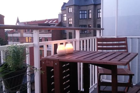 Cosy home with nice balcony! - Copenhague - Appartement