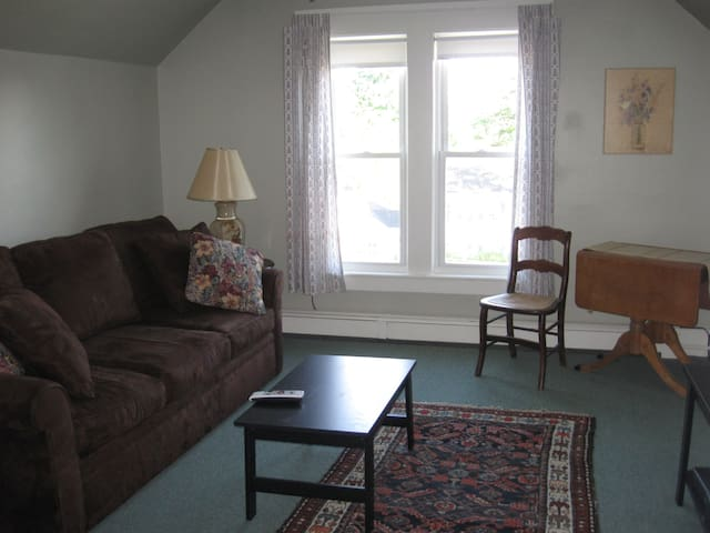 Cute Apartment on Quiet Street - Laconia - Apartment