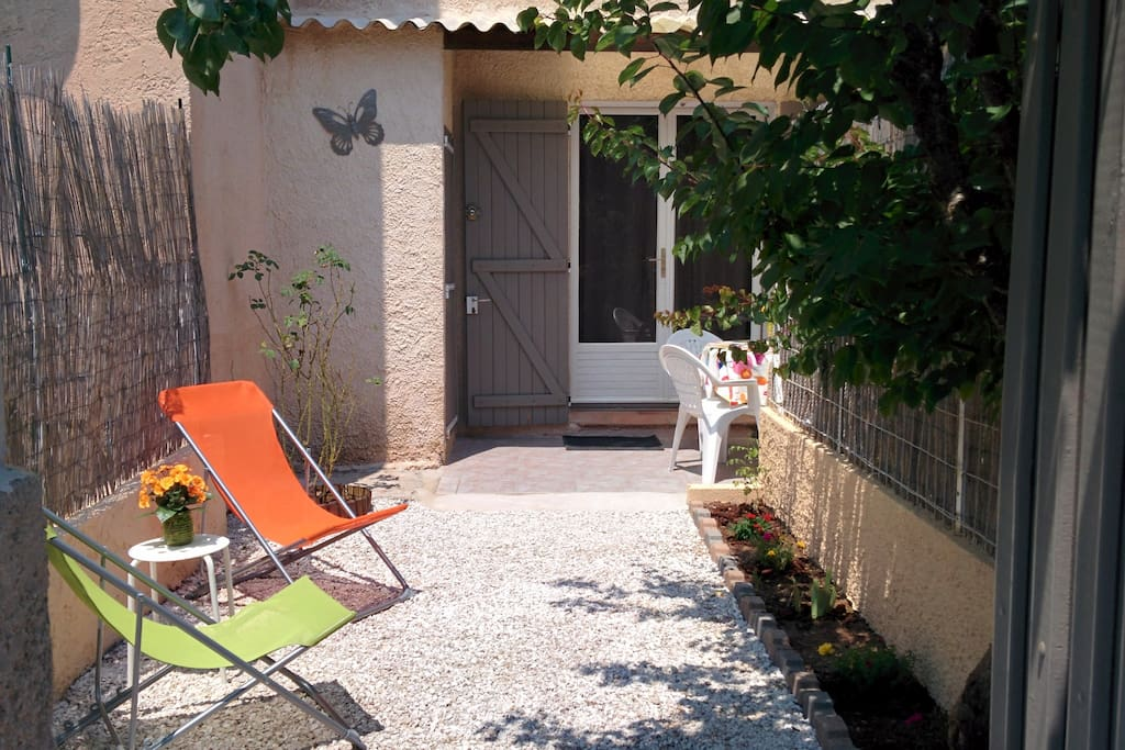 T1 b jardin calme ind pendant houses for rent in - Salon des vignerons independants nice ...