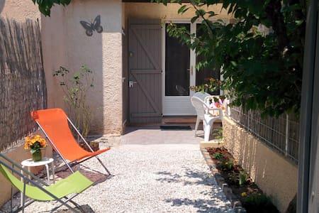 T1 b, jardin, calme, indépendant. - Solliès-Pont - บ้าน