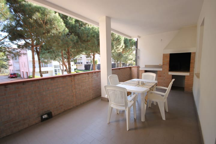 Comfortable apt with large terrace and bbq