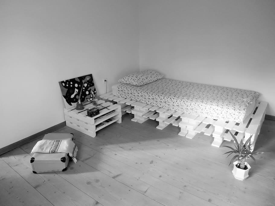 Single badroom.
