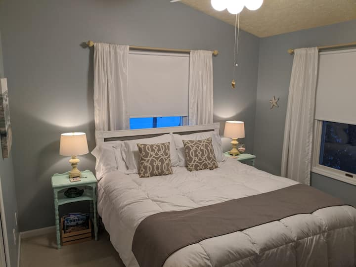 Private suite close to MSU & Lansing