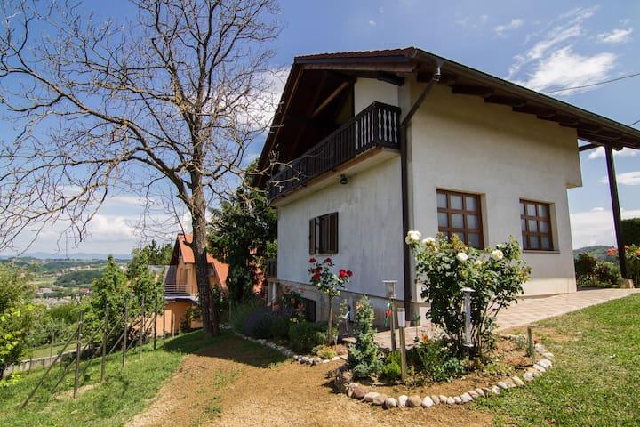 Idyllisches Haus mit Blick ins Tal - Gornja Stubica - House