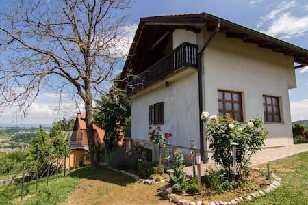 Idyllisches Haus mit Blick ins Tal - Gornja Stubica
