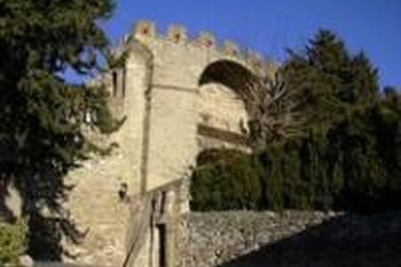 LES ARCADES jusqu'à 21 personnes - Châteauneuf-de-Gadagne - Istana