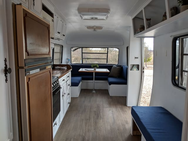 """Stylish Vintage Airstream """"Bowie""""  Epic Views"""