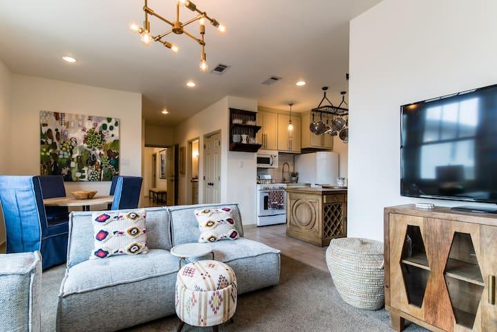 Fabulous 2 Bedroom Guest House-Magnolia Area!