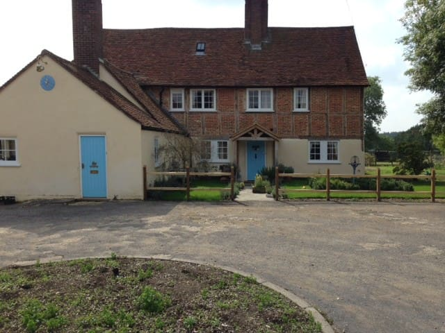 Luckings Farmhouse - Amersham - House