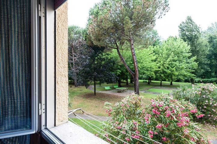 Camera vista giardino