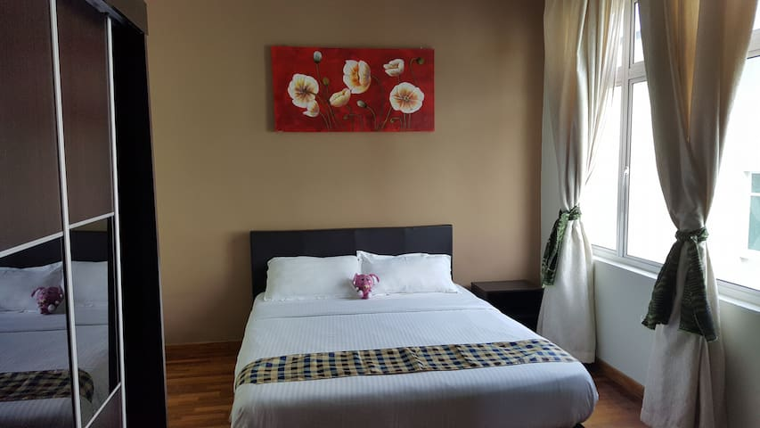 6 Bedrooms Shamrock Villa - Sleeps 22