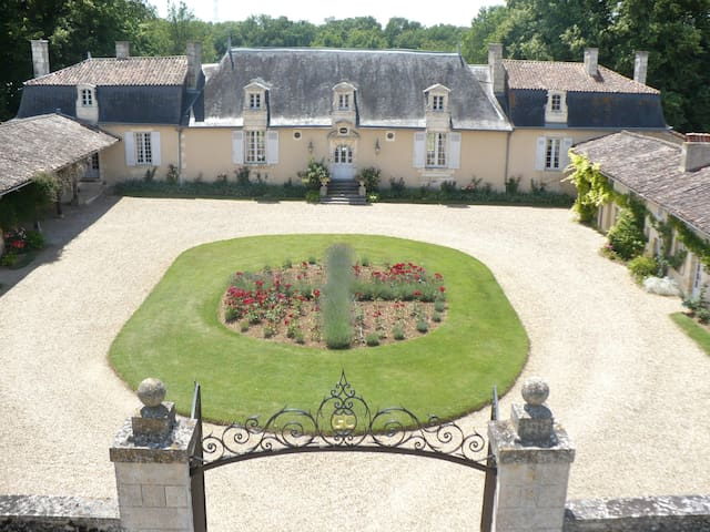 CHATEAU DE VAUMORET Chambre du Four - Poitiers - Bed & Breakfast