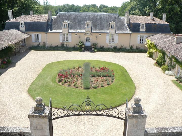 CHATEAU DE VAUMORET Chambre d'hôtes (du Four)