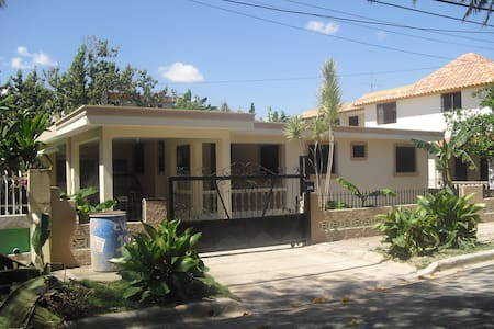 Room type: Entire home/apt Property type: House Accommodates: 3 Bedrooms: 3 Bathrooms: 2.5